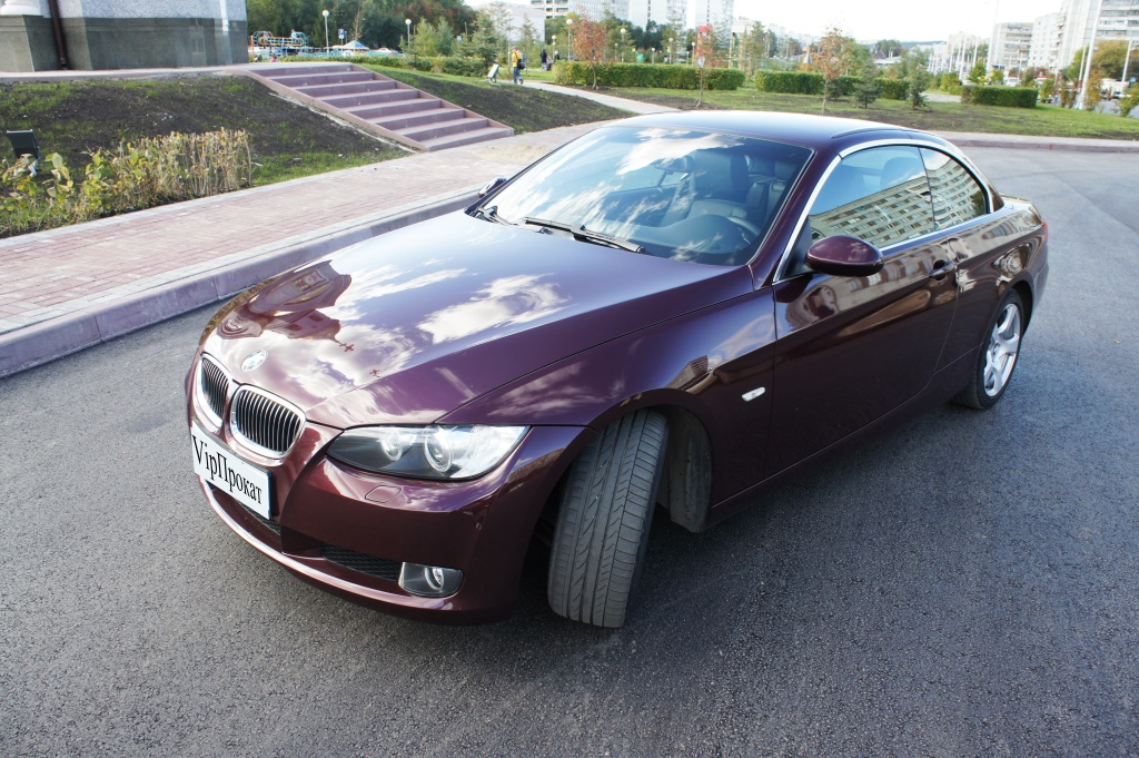 BMW 3, или BMW третьей серии, — компактный автомобиль, выпускающийся немецким премиум-автопроизводителем BMW AG. Начиная с 1975 года было выпущено 6 поколений модели.